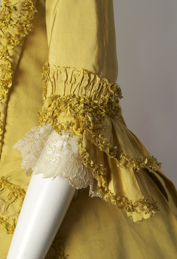 yellow robe a la francaise � behind the scenes